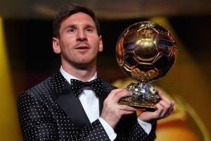 Messi levantando a sua tara